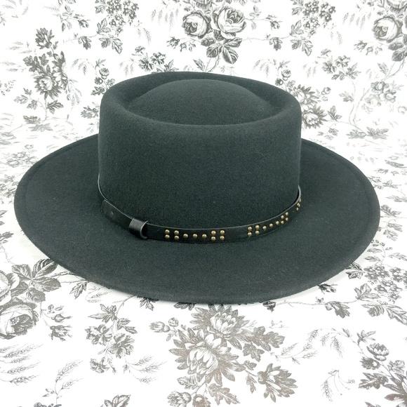 27d31ae991ff4 Universal Thread black wool boater hat